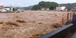 花月川氾濫
